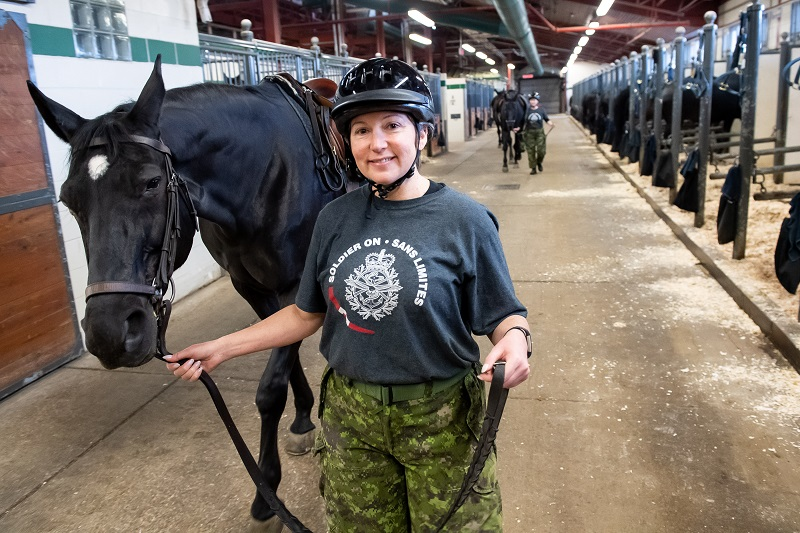 Soldier On program for injured soldiers and veterans, horse program for trauma survivors