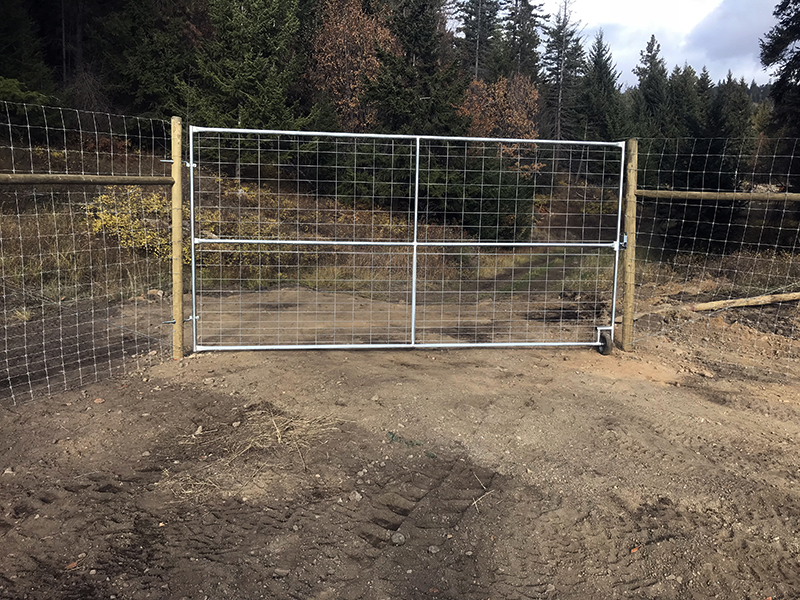 horse fencing, barn fire sprinklers, continuous fencing horse farm, custom designed horse fence, gates for horses, ranch fences, canadian horse fencing, cf fences