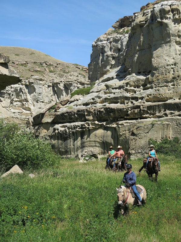 Writing-on-Stone Provincial Park on horseback, trail riding in alberta, horseback riding alberta, southern alberta trail riders, camping with horses