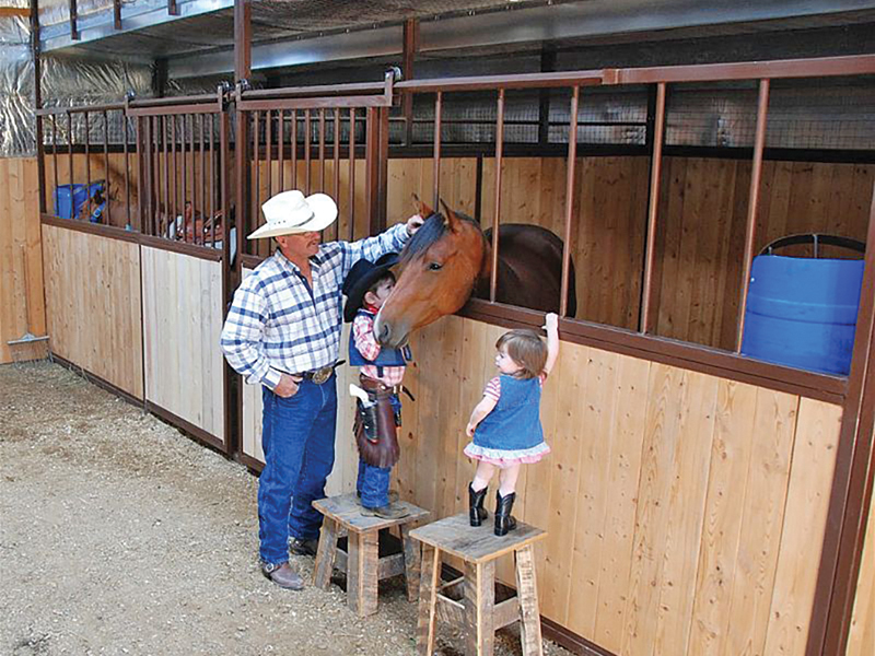 how do I find a contractor for horse barn? How to choose a contractor for horse barn, things to ask your potential horse barn contractor, building a horse barn