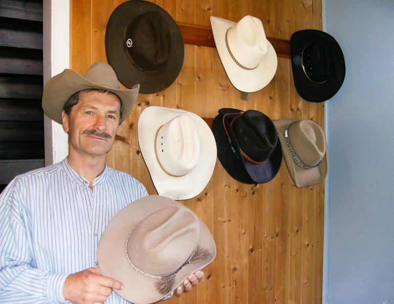 horse rider accessories for trail riders, benefits of waterproof horse rider gear, how to survive horse riding in the wilderness