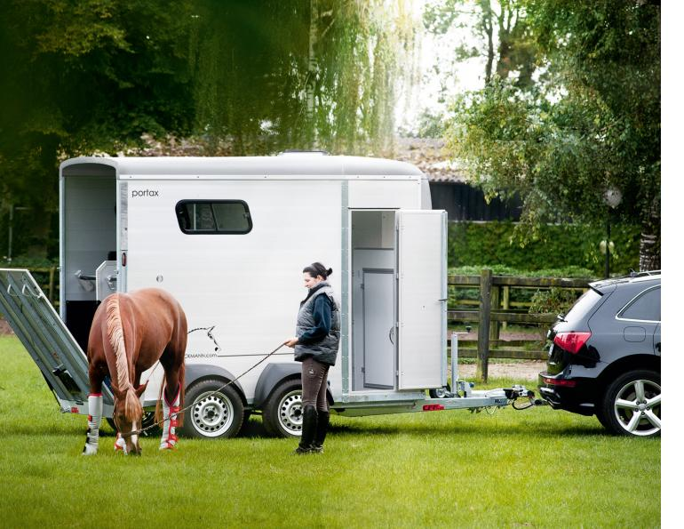maple lane trailers, small horse trailer, horse trailers in ontario, buying a trailer for a small vehicle